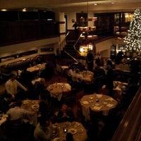 Foto tomada en Beacon Restaurant & Bar por Lisa el 12/23/2012