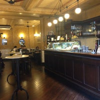 Foto diambil di Café Martinelli Midi oleh Lara S. pada 10/8/2013