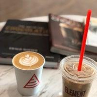 Das Foto wurde bei Element Specialty Coffee von Amal am 4/14/2018 aufgenommen