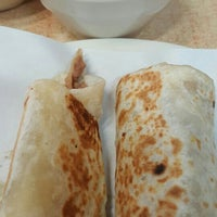 Foto tomada en Burritos La Palma por Edi A. el 4/24/2016