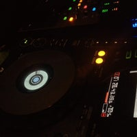 6/10/2013にHassan E.がCove Loungeで撮った写真