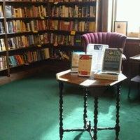 Foto tirada no(a) Tattered Cover Bookstore por Shannon L. em 10/16/2012