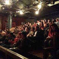 Photo prise au New Ohio Theatre par Christos T. le12/23/2012