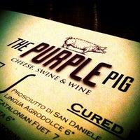 Das Foto wurde bei The Purple Pig von Victor N. am 10/5/2012 aufgenommen