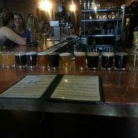 6/1/2013 tarihinde Krista K.ziyaretçi tarafından Arbor Brewing Company'de çekilen fotoğraf