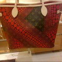 Foto diambil di Louis Vuitton oleh Puji T Hadi pada 9/22/2012