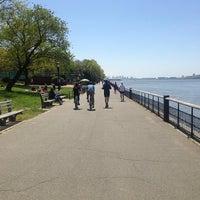 Das Foto wurde bei Riverside Park von Nichi B. am 5/5/2013 aufgenommen