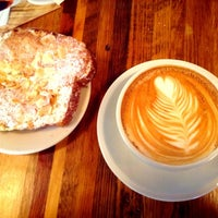 6/8/2013にHanoi V.がLenox Coffeeで撮った写真