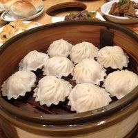 Das Foto wurde bei Koi Palace 鯉魚門海鮮茶寮 von Francis T. am 12/9/2012 aufgenommen