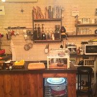 Photo prise au Tribu Caffe Artigiano par Zuhal Ü. le4/19/2016