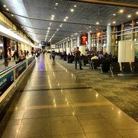 Foto diambil di Aeropuerto Internacional El Dorado (BOG) oleh Benhur R. pada 6/5/2013