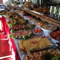 Foto diambil di Cafe Esquina oleh esquina pada 11/11/2015