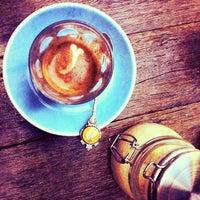 Снимок сделан в Cabrito Coffee Traders пользователем Inny S. 4/11/2013
