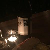 Das Foto wurde bei Neighbourhood Wine von Tim R. am 4/22/2016 aufgenommen