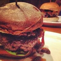 Foto tirada no(a) Meat Chopper Burgers por Rafael V. em 12/14/2013