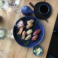 Foto tirada no(a) Bamboo Sushi por Emily G. em 5/31/2018