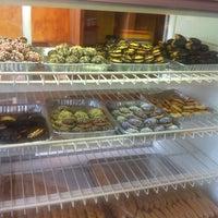 Photo prise au Pan Hellenic Pastry Shop par Kristiana Z. le4/21/2016