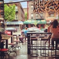 Photo prise au New York City Bagel & Coffee House par Shaelyn A. le5/11/2013