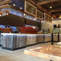 Photo prise au New York City Bagel & Coffee House par Shaelyn A. le3/26/2013