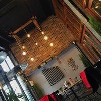 Photo prise au Sobremesa Coffee par Aykut B. le11/23/2017