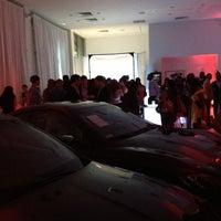 Das Foto wurde bei Maserati of Manhattan von Justin K. am 5/30/2013 aufgenommen