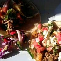 Foto scattata a TNT - Tacos and Tequila da Catherine A. il 9/20/2012