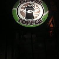 Foto diambil di Coffee Toffee oleh Inggrid M. pada 3/13/2013