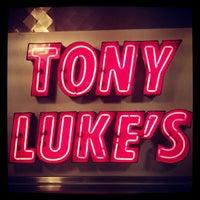Foto scattata a Tony Luke's da Ryan B. il 12/23/2012