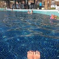11/9/2012 tarihinde Jane C.ziyaretçi tarafından Pool Bar'de çekilen fotoğraf