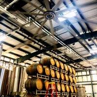 Foto tirada no(a) Southbound Brewing Company por Mary-Majella O. em 9/9/2015