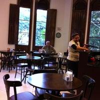 Photo taken at Café Feito a Grão by Roberta T. on 5/17/2013