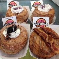 Foto scattata a DK's Donuts and Bakery da John L. il 7/25/2013