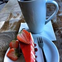 Снимок сделан в IS SWEET Coffee & Dessert пользователем Mike H. 3/24/2017