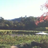 Foto diambil di Duckhorn Vineyards oleh Tiffany L. pada 11/5/2012