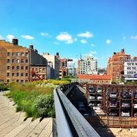 Das Foto wurde bei High Line von Tereza F. am 7/19/2013 aufgenommen