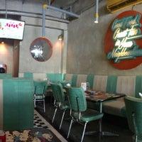 Foto tomada en Locale 24 Diner & Bar por Maulida Fitria D. el 10/9/2016