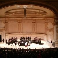 Foto scattata a Stern Auditorium / Perelman Stage at Carnegie Hall da Alicia R. il 2/17/2018