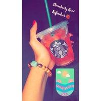 Foto tomada en Starbucks por Sαяαн♛ el 8/27/2018
