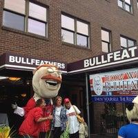 Das Foto wurde bei Bullfeathers von Dan S. am 10/2/2012 aufgenommen