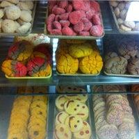 2/10/2013에 Steph N.님이 La Mexicana Bakery에서 찍은 사진