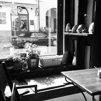 Das Foto wurde bei Café Na kole von Varvara S. am 4/4/2014 aufgenommen