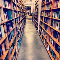Photo prise au Powell's City of Books par Kapil D. le4/26/2013