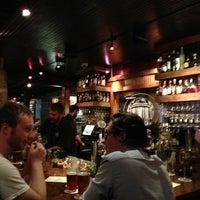 Photo prise au Wrecking Bar Brewpub par Chris N. le7/11/2013