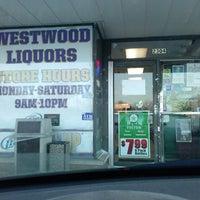 Снимок сделан в Westwood Liquors пользователем Halsey L. 1/27/2014