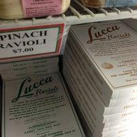 12/24/2012 tarihinde Kevin-John B.ziyaretçi tarafından Lucca Ravioli Company'de çekilen fotoğraf