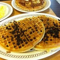 Das Foto wurde bei Waffle House von Tawni L. am 6/29/2013 aufgenommen