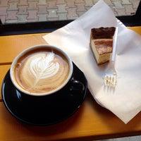 Das Foto wurde bei Manuel Deli & Coffee von gnc c. am 11/3/2014 aufgenommen