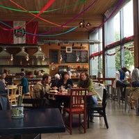 6/17/2014 tarihinde Jillianziyaretçi tarafından Las Primas Peruvian Kitchen'de çekilen fotoğraf