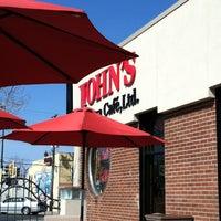 Photo prise au John's Pizza Cafe, Ltd. par Belinda K. le4/27/2013