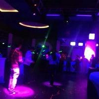 Salinas ночной клуб девушка танцовщица в ночном клубе